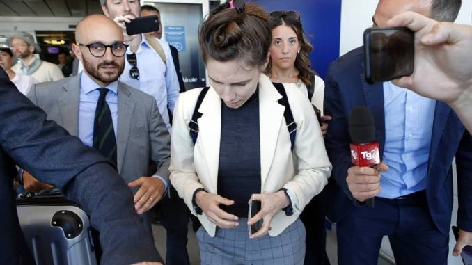 Amanda Knox a Modena: «Ho paura oggi, adesso ho paura»