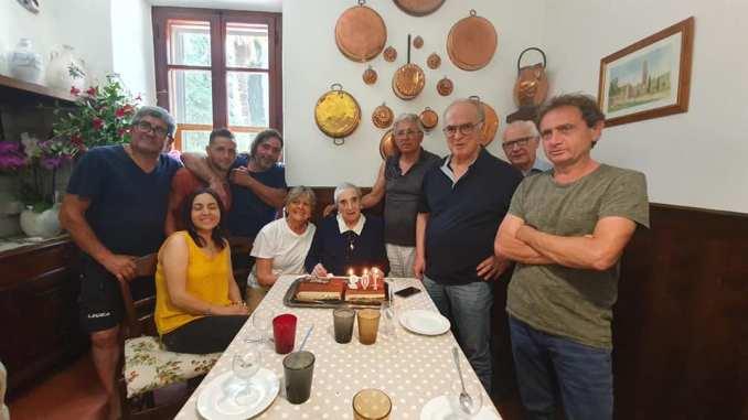 Ha 102 anni la Frantoiana più anziana del mondo, è la singora Lidia Batta