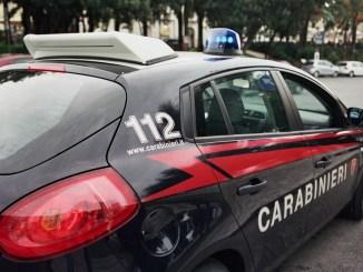 Le tira della candeggina in volto, denunciata ventenne a Terni