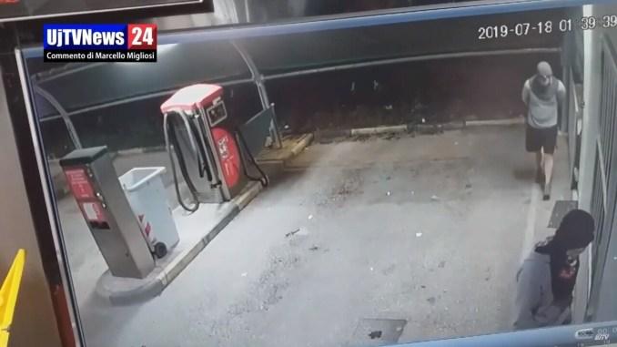 Bastia Umbra, raffica di furti, video inquietante gira in rete |Video