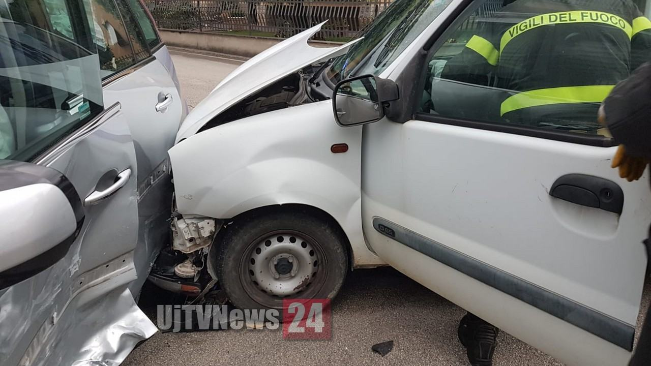 Incidente a Bastia Umbra, nessun ferito, ma una donna che assiste si sente male