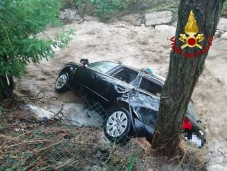 Ondata di maltempo nell'Aretino, auto fuori strada e acqua sulle carreggiate