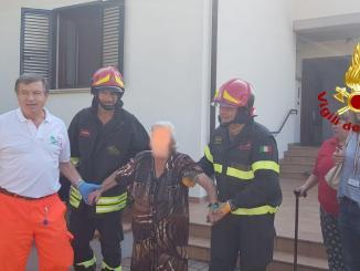 Incendio scantinato a Stroccapponi, due persone salvate, anche un'anziana