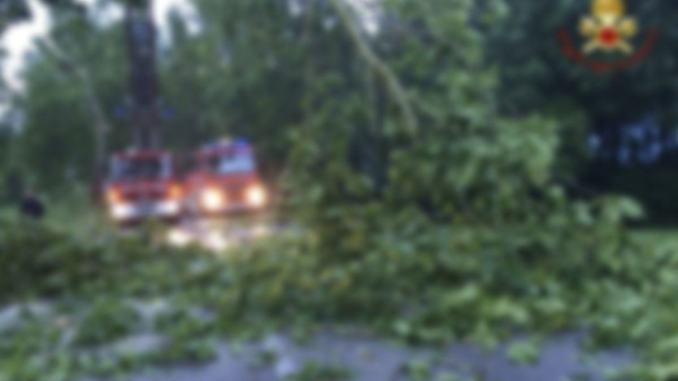 Violento temporale in Umbria, anche tetto scoperchiato a Foligno