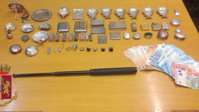 Argento in auto e manganello in metallo, due persone dell'Est denunciate da Polstrada
