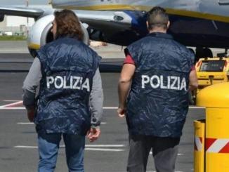 Vuole espatriare in aereo con un documento falso, arrestato