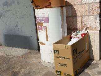 C'è una farmacia a Bastia Umbra dove non passano a raccogliere farmaci scaduti, la denuncia |Video