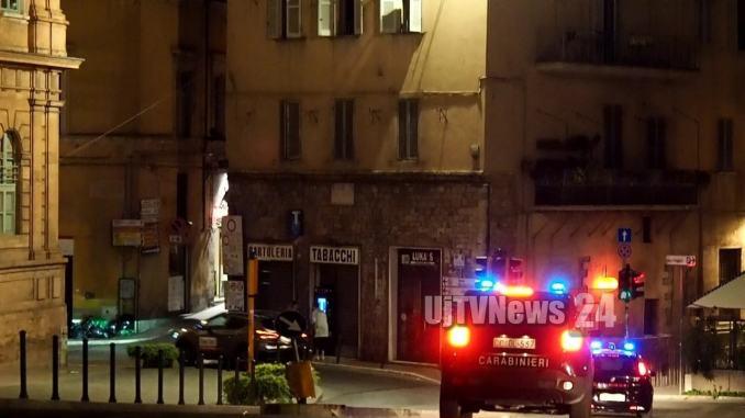 Carabinieri nella notte, serrata dell'arma nei vicoli di Perugia