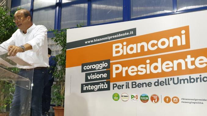Tifo da stadio per Nicola Zingaretti, ha aperto la campagna elettorale Pd