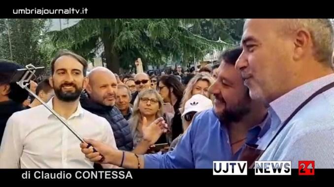 Ci siamo riusciti, la gara di selfie Matteo Salvini Eugenio Guarducci si è svolta