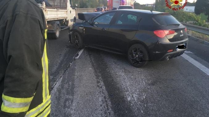 Incidente sul raccordo di Perugia Bettolle, scontro tra auto, tre feriti