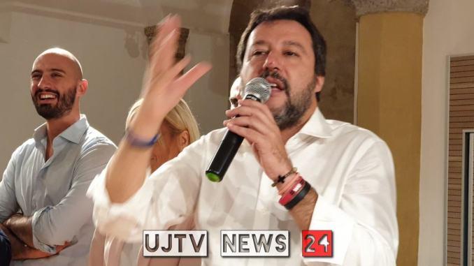 """Salvini: """"Solidarietà a umbri che non vogliono né virus né clandestini"""""""