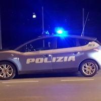 Polizia bracca ladro e lo arresta dopo pericoloso inseguimento e speronamento