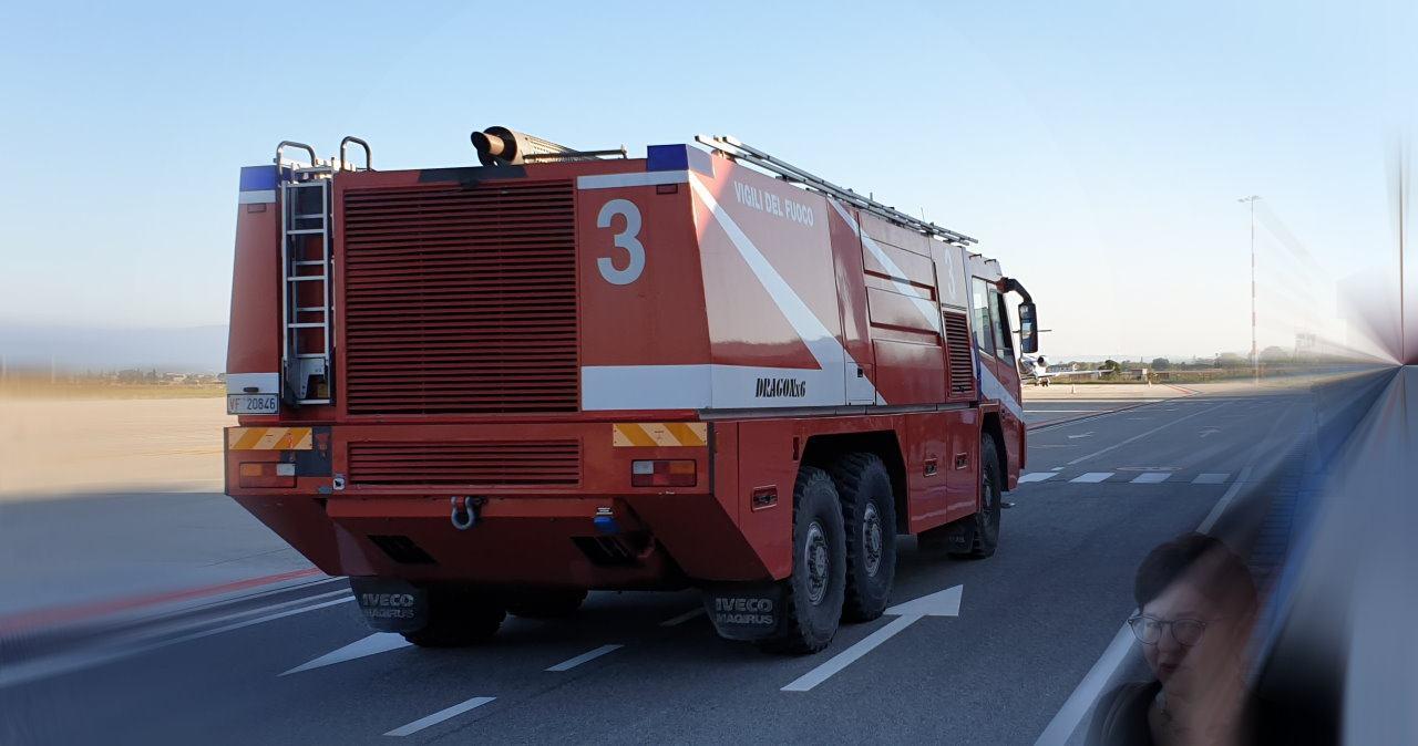 Vigili del fuoco salvano la vita ad un bimbo di 1 anno e mezzo, era chiuso in auto