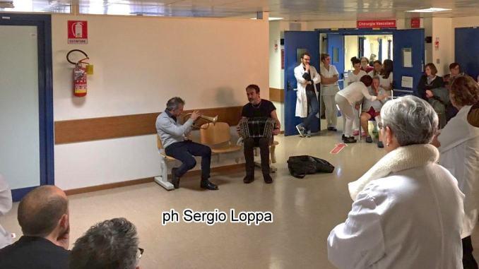Concerto jazz per i malati in ospedale con Fresu e Di Bonaventura [VIDEO]