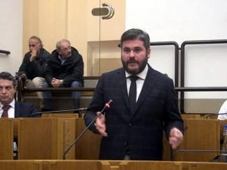 Stop privatizzazione acqua pubblica, De Luca, risposta assessore fuori luogo