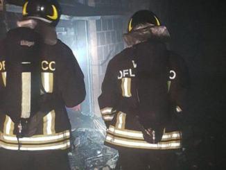 Incendio a Magione nella notte, a fuoco garage di una palazzina, nessun ferito