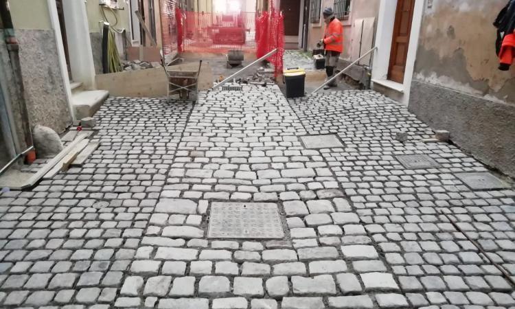 Una nuova pavimentazione per valorizzare Vico San Salvatore