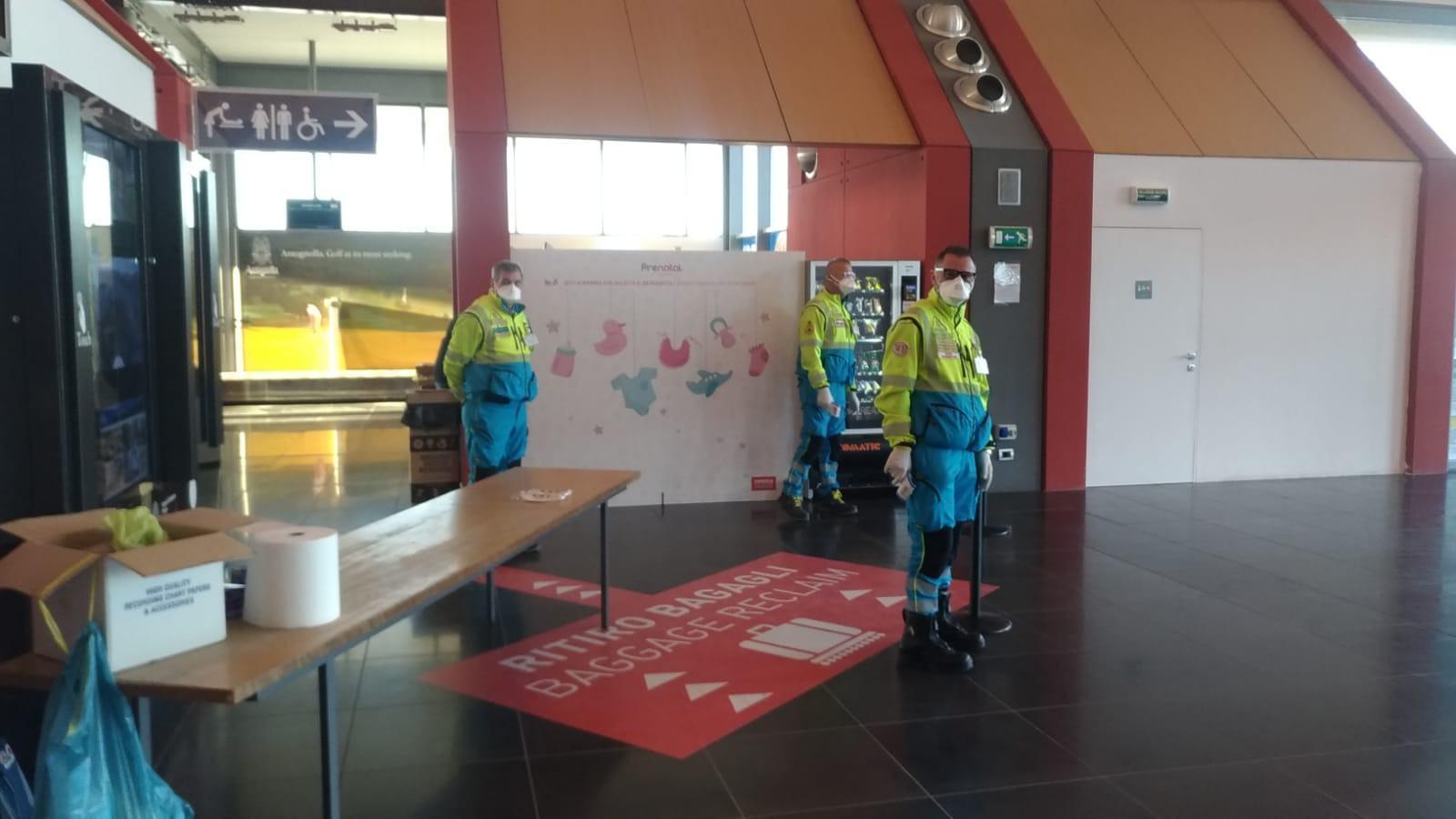 Tamponi in aeroporto ai passeggeri in arrivo dall'Albania