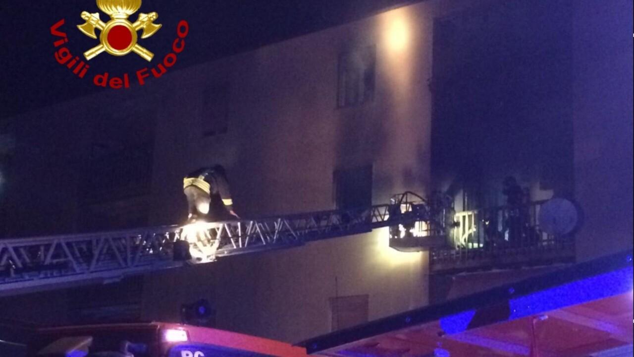 Incendio in appartamento a Foligno, panico in via Molise a Sportella Marini