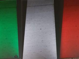 Fascio luminoso tricolore 21 marzo proiettato dalla Torre degli Sciri