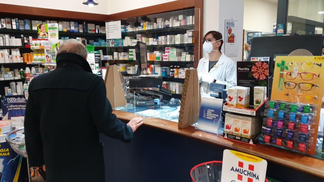 Sanità. Federfarma: vaccino antinfluenzale aiuto nella diagnosi covid