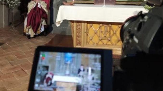 """Decima messa a """"porte chiuse"""", cardinal Bassetti, """"Resta con noi, Signore!"""""""