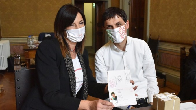 """Associazione """"Un'idea per la vita"""" consegna mascherine al comune di Perugia"""