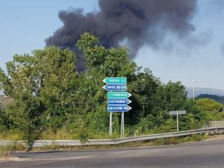 Incendio alla Biondi recuperi, le immagini dei nostri lettori