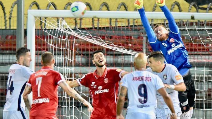 Calcio, Perugia-Crotone finisce 0-0, Grifo sfiora una clamorosa vittoria