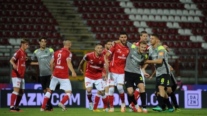 Due legni ed un rigore negato, il Perugia cede al Pordenone (1-2)