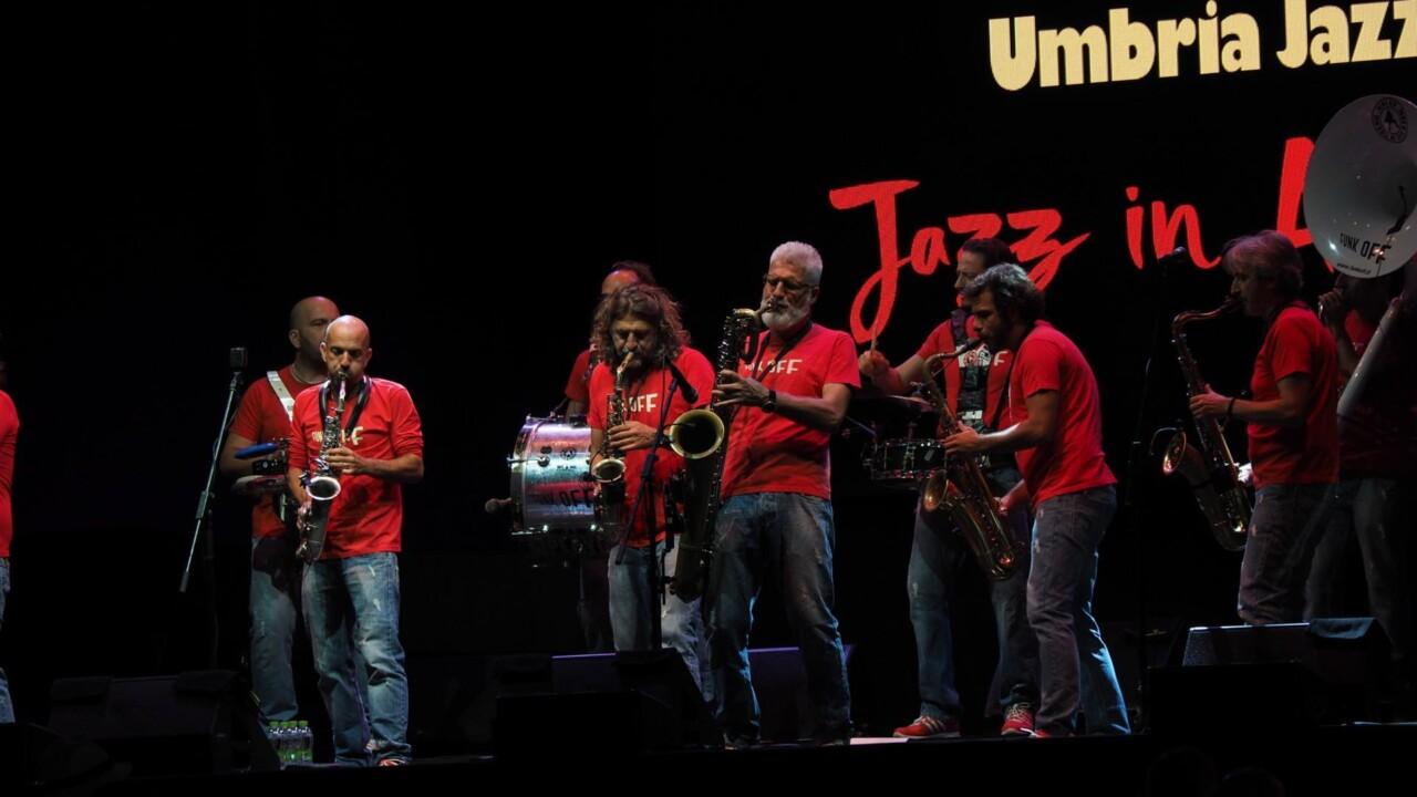 Funk Off sul palco di Umbria Jazz, una performance diversa, ma sempre attraente 🔴 FOTO