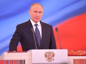 E' pronto Sputnik, vaccino anti Covid, Putin l'ha già somministrato alla figlia