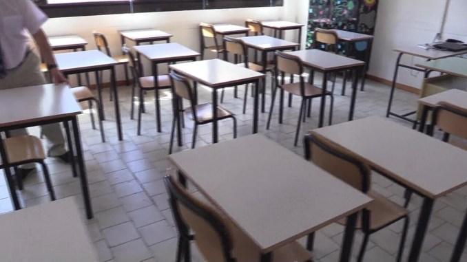 Covid, studenti prima media dal 30 novembre tornano in classe