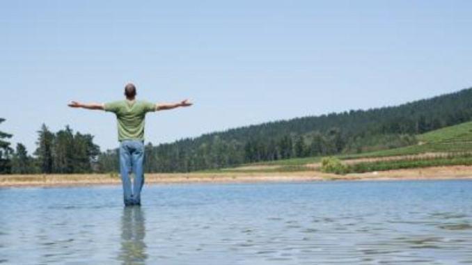 Sule paludi e laghi umbri c'è anche chi cammina sull'acqua