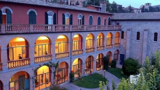 Il covid entra nella case di riposo dell'Umbria, anziani contagiati, controlli dei Nas