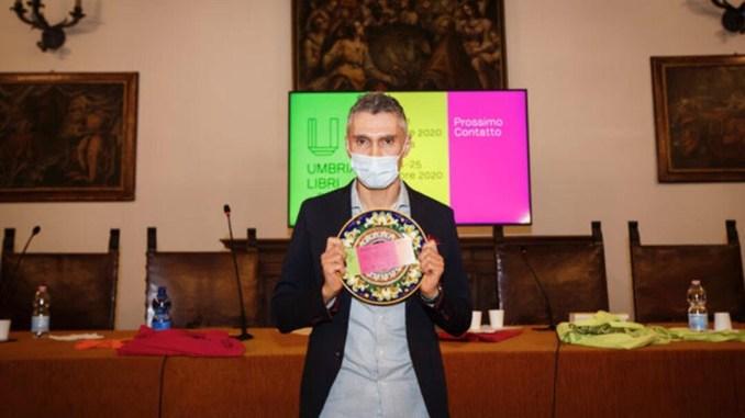 """Umbria Libri 2020 Benevolenza Cosmica Fabio Bacà vince Premio Letterario Nazionale Opera Prima """"Severino Cesari"""""""