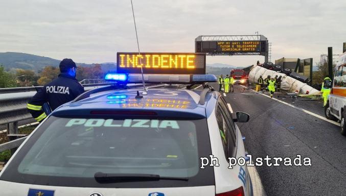 Incidente stradale mortale sulla A1 a Orvieto, tamponamento tra camion