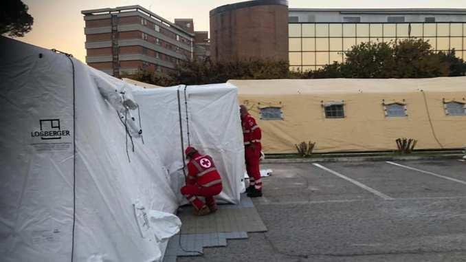 Terni, ospedale da campo della Croce Rossa Italiana pronto per essere utilizzato