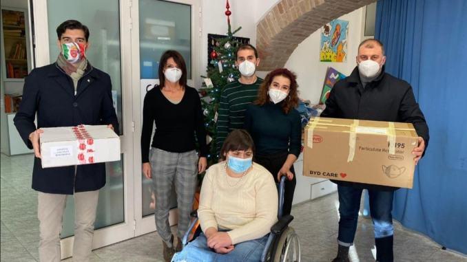 Donazione mascherine per anziani e ragazzi disabili, Fratelli d'Italia in campo