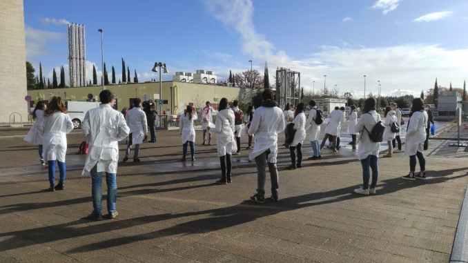 Piano vaccinale scuola e università, esclusi dottorandi protestano associazioni