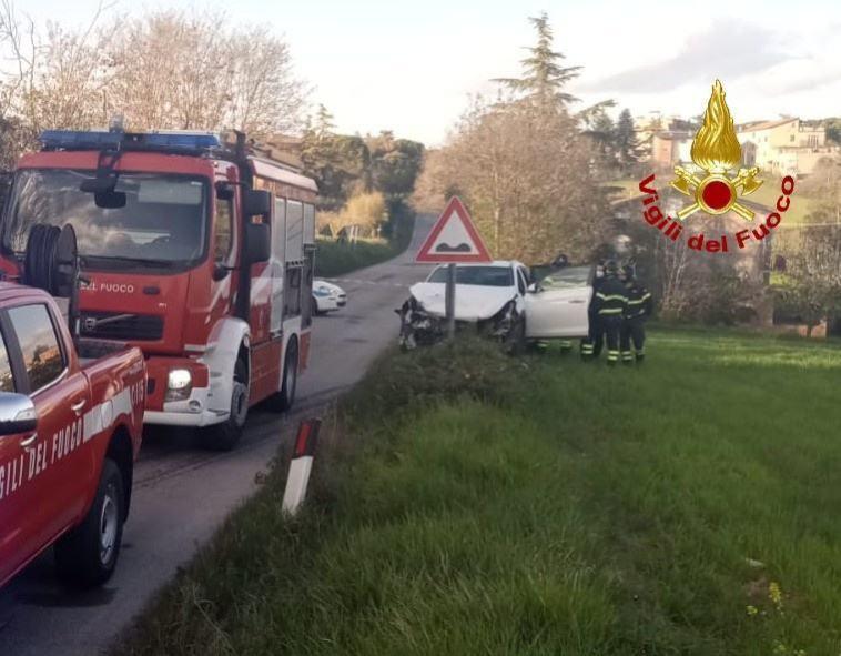 Incidente stradale a Pila di Perugia, due auto e tre feriti