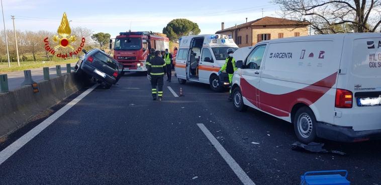Incidente stradale sulla E45, tamponamento a catena tra quattro veicoli