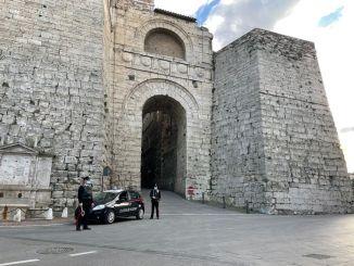 Minaccia l'ex marito della compagna, arrestato un 55enne a Perugia