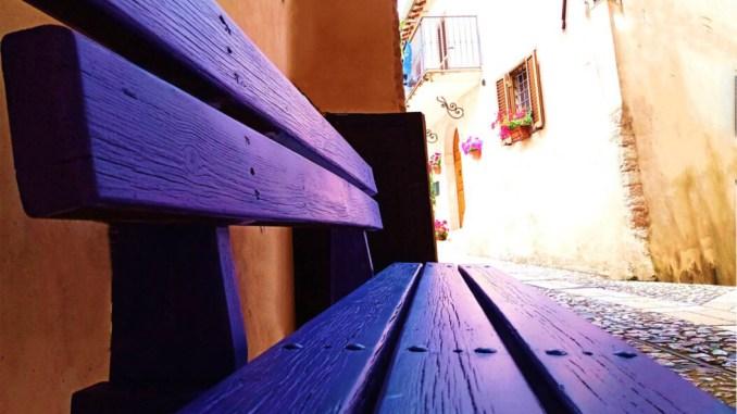 26 giugno panchina viola a Sant'Anatolia di Narco per ispirare i cuori gentili