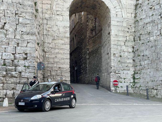 Eccesso di velocità e guida senza patente, denunce e sanzioni dei Carabinieri