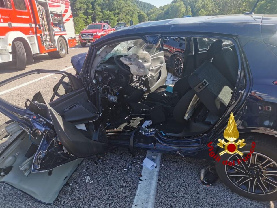 Pauroso incidente stradale, scontro frontale, sulla Flaminia 4 feriti, uno è grave