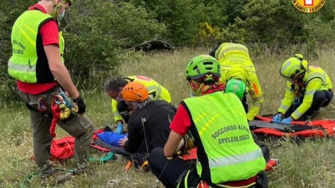 Escursionista infortunata sul monte Tezio, trasportata in elisoccorso