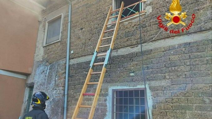 Panico a Calvi dell'Umbria per incendio abitazione nella frazione di Colle Accetta