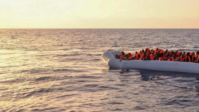 Migranti: 5 sbarchi in poche ore a Lampedusa, oltre 600 da ieri sull'isola - Foto adnkronos